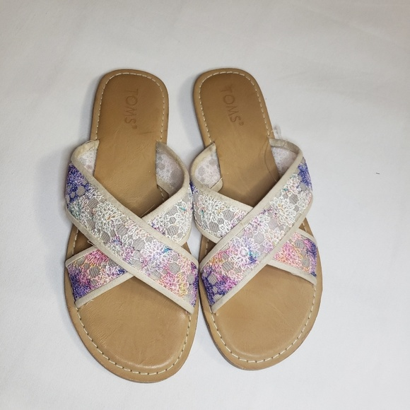 Toms Shoes - Tom's lace pattern sandal flats nwot